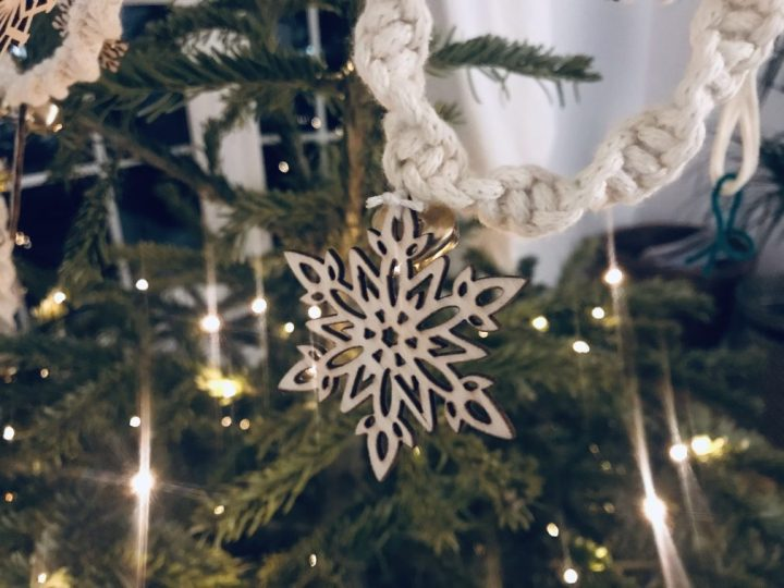 How to make a Christmas snowflake jingle bell garland